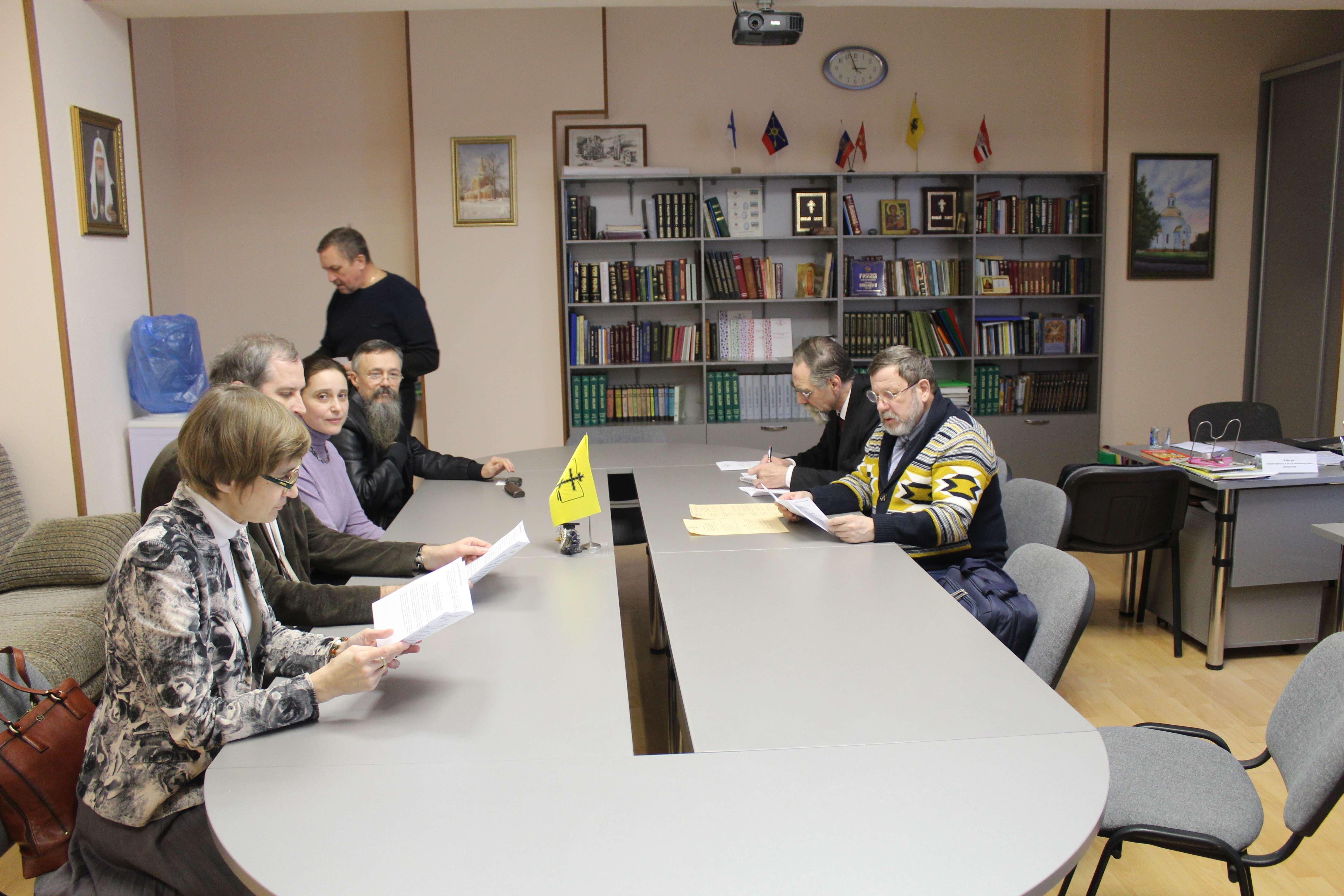 Стоит - Николай Александрович Гоголин, проректор Пермской духовной семинарии по научной работе